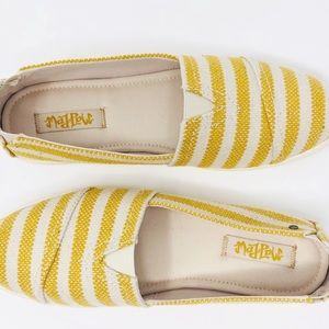 New Mad Love Yellow Stripe Slip On Sneaker Size 8